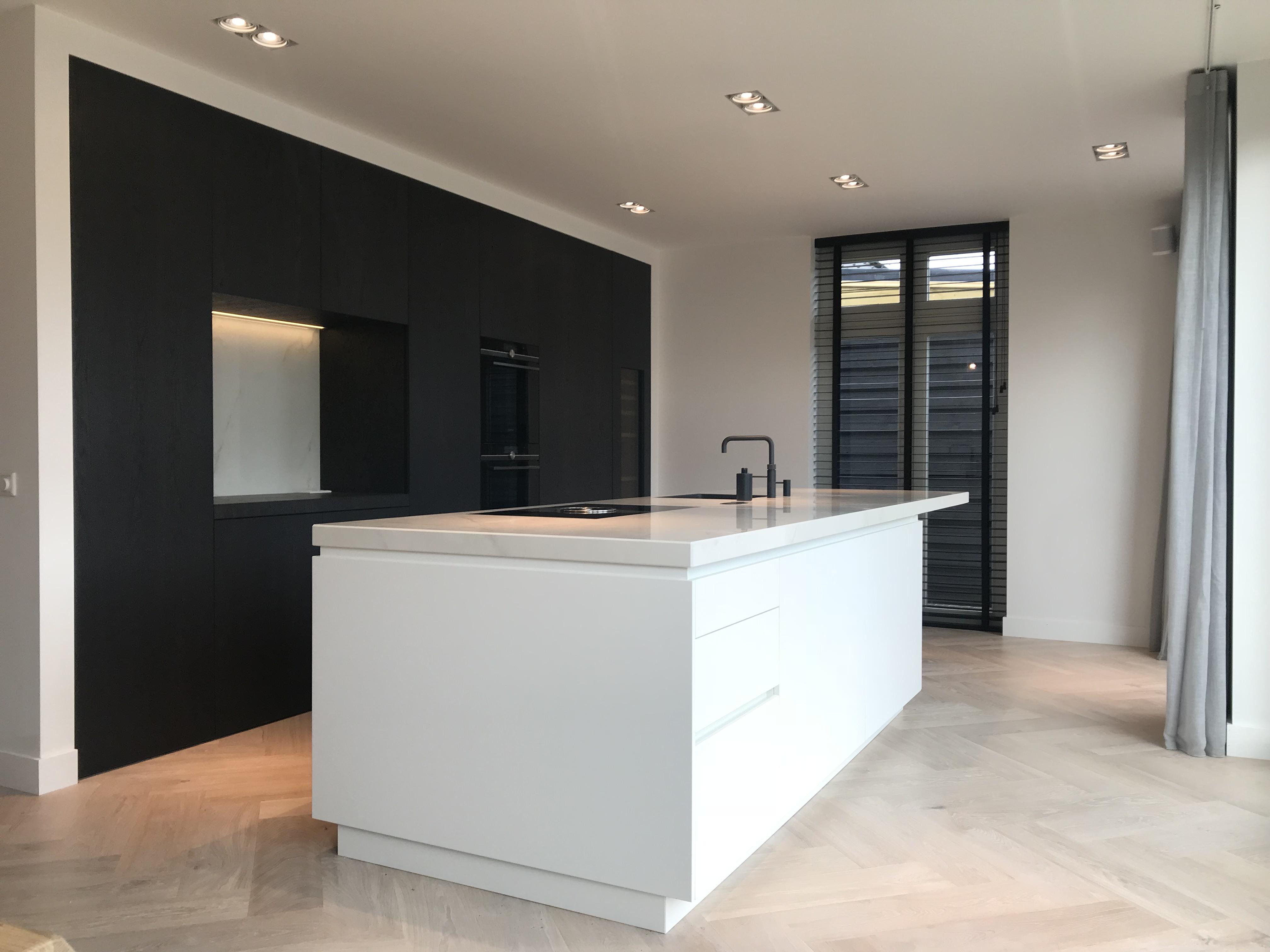 Keuken Zwart Gebeitst Eiken Met Keramiek Marmer Look Blad Pdi Interieurbouw